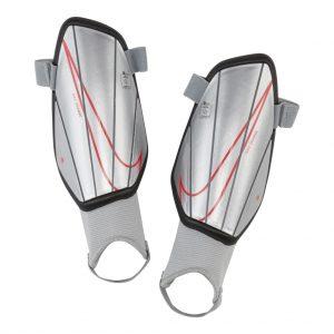 Ochraniacze Nike Junior Charge SP2165-095 Rozmiar L (140-160cm)