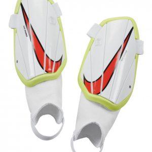 Ochraniacze Nike Junior Charge SP2165-102 Rozmiar S (100-120cm)