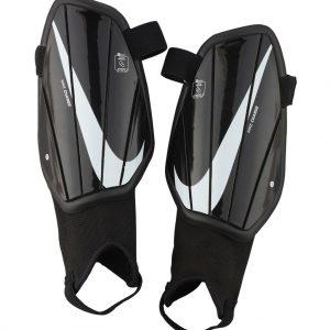 Ochraniacze Nike Junior Charge SP2165-010 Rozmiar S (100-120cm)