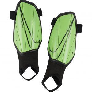 Ochraniacze Nike Junior Charge SP2165-398 Rozmiar S (120-130cm)