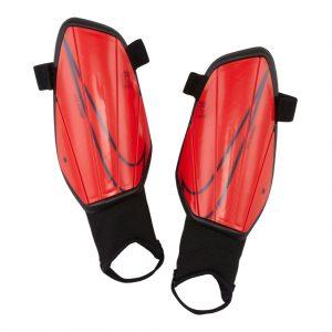 Ochraniacze Nike Junior Charge SP2165-644 Rozmiar S (120-130cm)